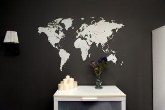 Verdenskort I Ægte Træ – 130×78 Hvid