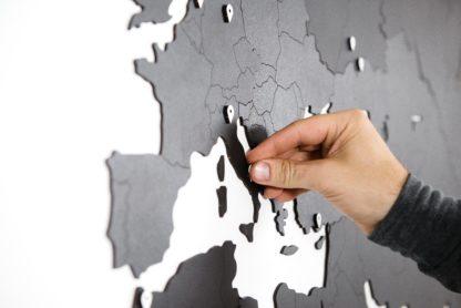 Gigant verdenskort på væggen
